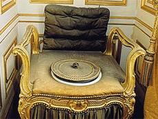 Персональное кресло-сортир баварского короля Людвига II